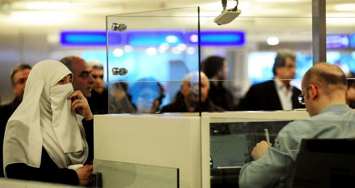Kontrola paszportów na lotnisku