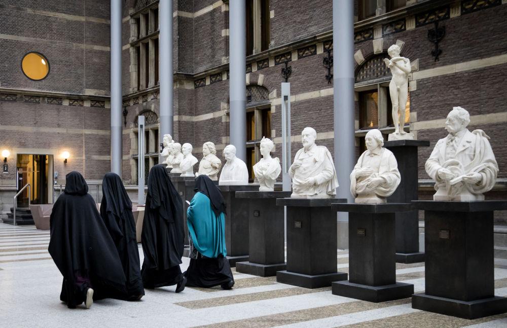 Kobiety w nikabach w senacie Holandii.