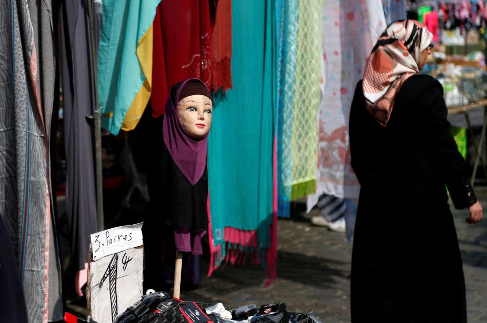Manekin w hidżabie w Brukseli.