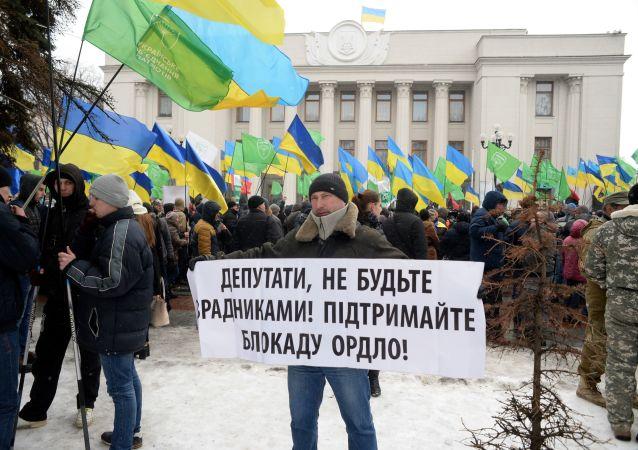 Wiec zwolenników blokady handlowej Donbasu w Kijowie