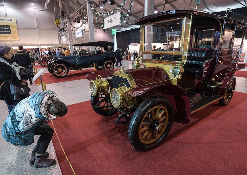 Samochód Berliet 40HP (1906 rok). Samochód Berliet pojawił się w Rosji w 1908 roku. Miał reputację solidnego i jedocześnie sportowego auta. W 1914 roku to była najbardziej rozpowszechniona marka automobili w Moskwie.