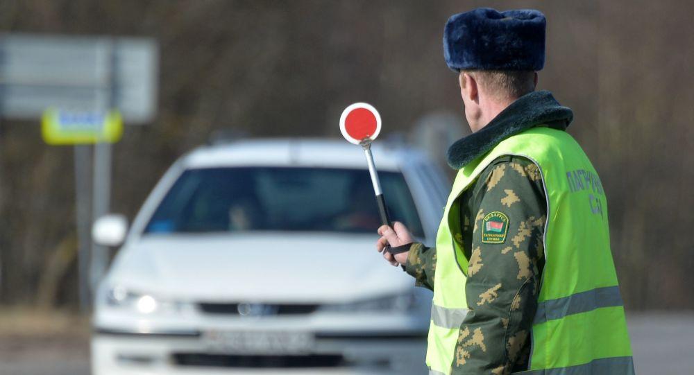 Funkcjonariusz Straży Granicznej Białorusi. Zdjęcie archiwalne