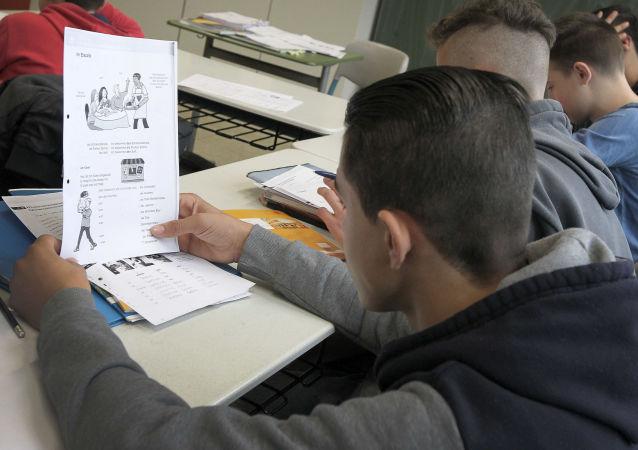 Obecnie istnieje tendencja, aby arabski stał się jednym z obowiązkowych języków w niemieckich szkołach
