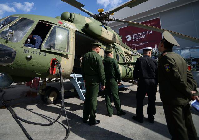 """Wielozadaniowy śmigłowiec Mi-17W-5 na wystawie na Międzynarodowym Forum Wojskowo-Technicznym """"Armia 2016"""""""