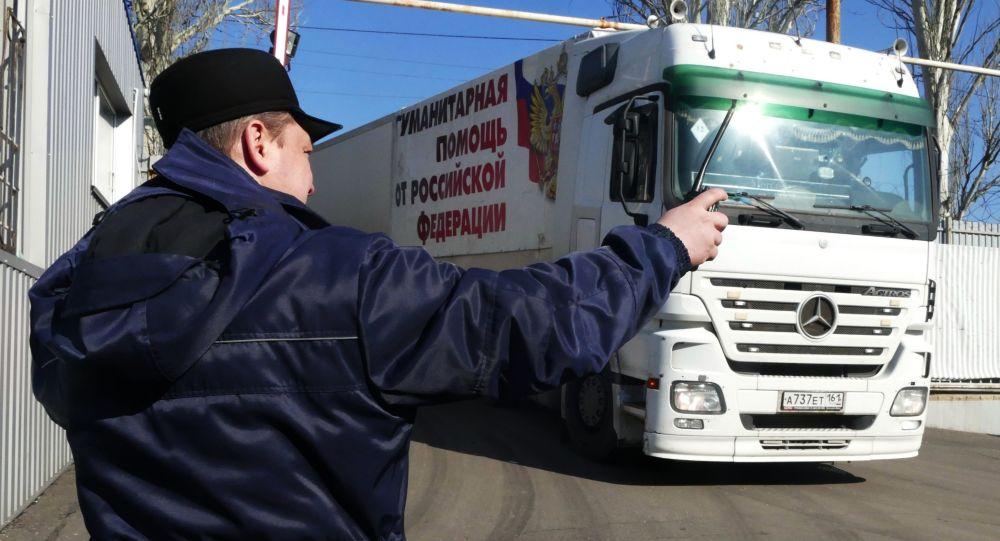 Ciężarówka 63. konwoju Ministerstwa ds. Sytuacji Nadzwyczajnych Rosji z pomocą humanitarną dla mieszkańców Donbasu w Doniecku