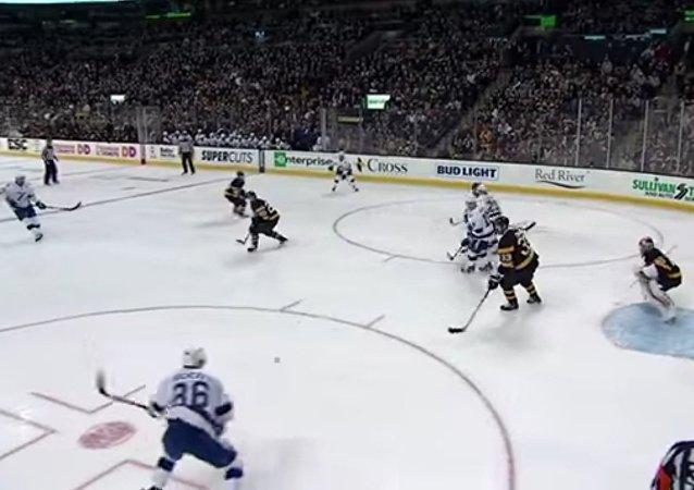 Kuczerow strzelił hat-tricka w NHL