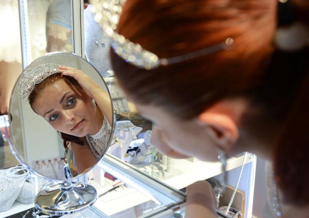 Rosjanka w salonie ślubnym na WDNCh