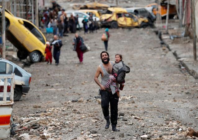 Wydobyto 61 ciał spod zburzonego w wyniku nalotu budynku w zachodniej części Mosulu
