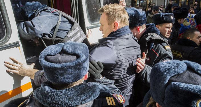 Opozycjonista Aleksiej Nawalny w czasie akcji protestu w Moskwie