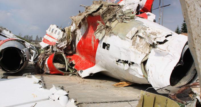 Szczątki polskiego samolotu rządowego Tu-154 na chronionym placu w Smoleńsku