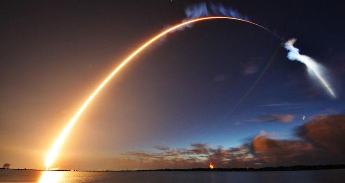 Wystrzelenie rakiety Atlas V z satelitą amerykańskich sił zbrojnych z przylądka Canaveral na Florydzie
