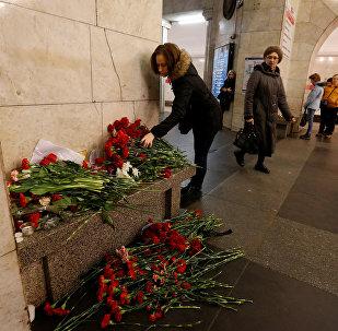 Kwiaty na stacji metra Technologiczeskij Institut