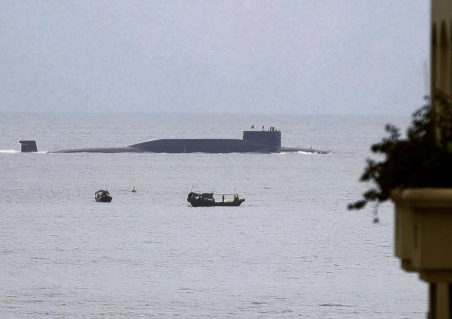 Chiński okręt podwodny w zatoce Yalong