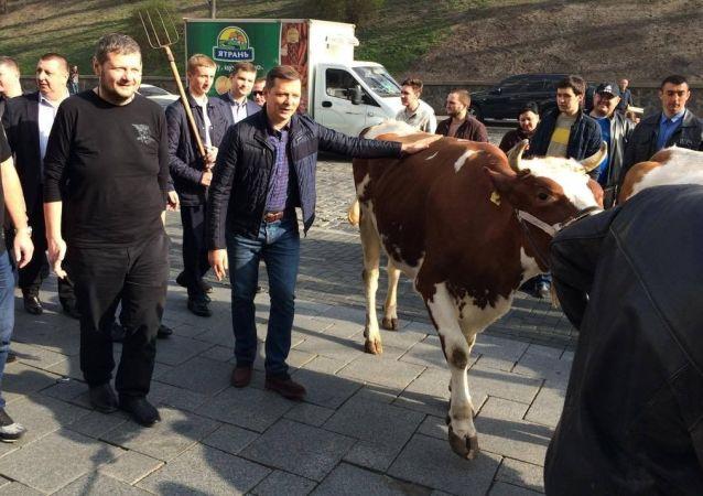 Lider Partii Radykalnej Oleg Liaszko na spotkaniu z rolnikami