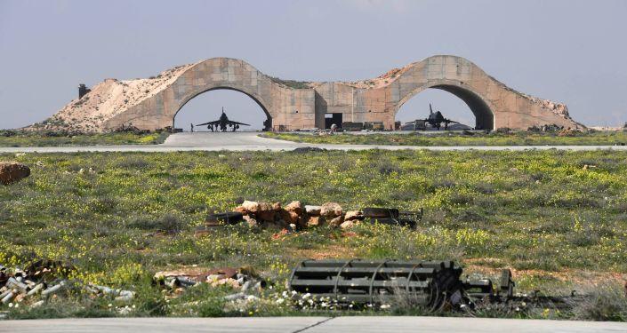Skutki ataku rakietowego USA na bazę lotniczą w Syrii