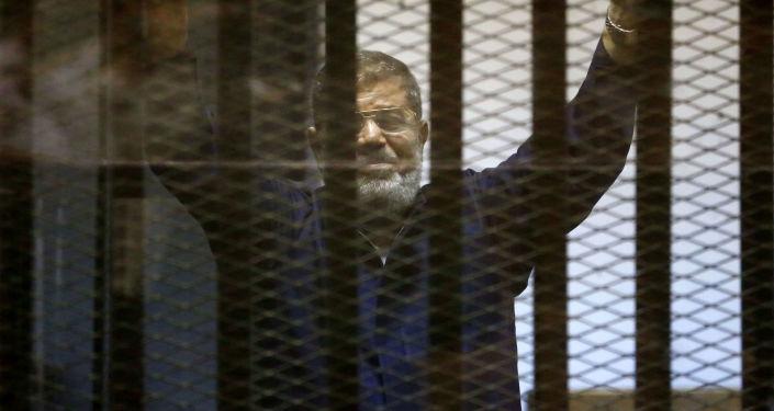Były prezydent Egiptu Muhammad Mursi w więzieniu