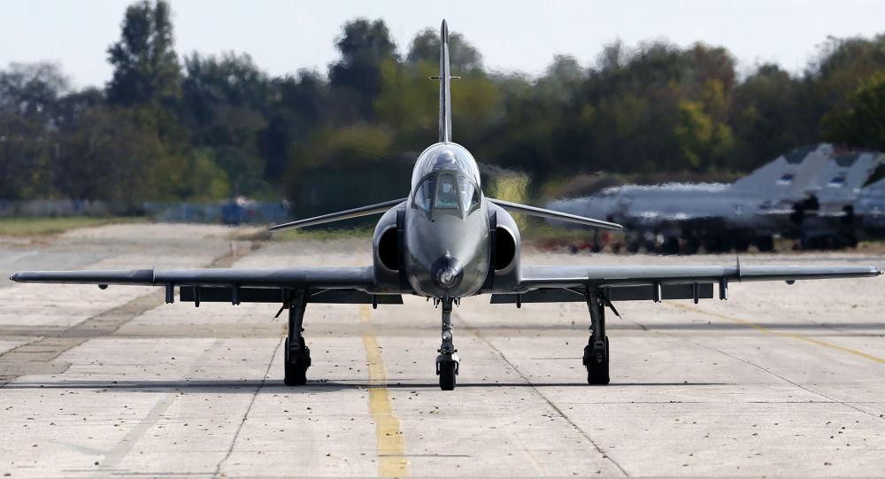 Dwuosobowy samolot szkoleniowo-bojowy Super Galeb G4 serbskich sił powietrznych