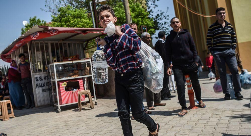 Syryjski chłopiec poszkodowany w ataku chemicznym