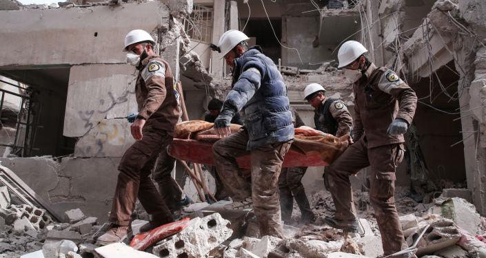 Białe hełmy na przedmieściach Damaszku