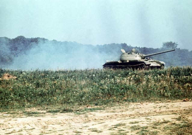 Czołg T-54 na polu