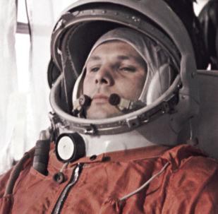 Do statku kosmicznego Jurija Gagarina odprowadzał nie jeden, lecz dwóch dublerów - German Titow i Grigorij Nielubow