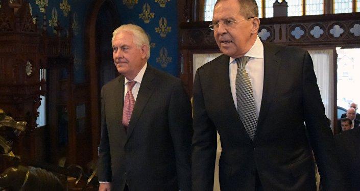 Amerykański sekretarz stanu Rex Tillerson i minister spraw zagranicznych Rosji Siergiej Ławrow na spotkaniu w Moskwie