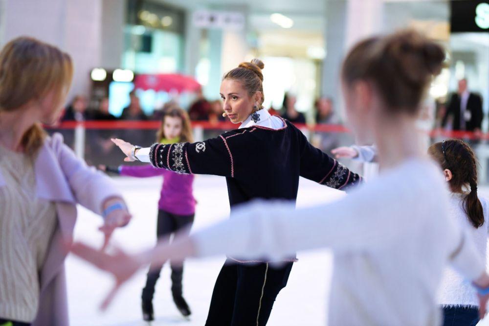 Mistrzyni olimpijska Tatjana Nawka prowadzi warsztaty z łyżwiarstwa figurowego.