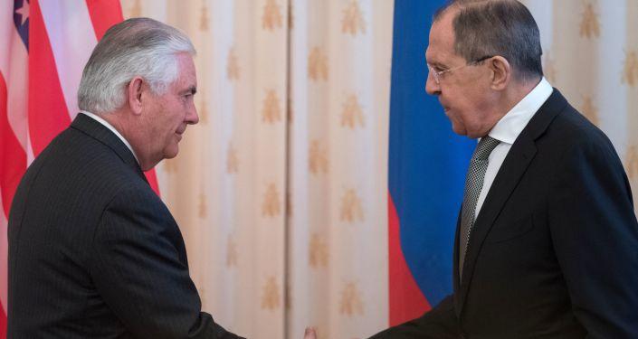 Minister spraw zagranicznych Rosji Siergiej Ławrow i sekretarz stanu USA Rex Tillerson podczas rozmów w Moskwie
