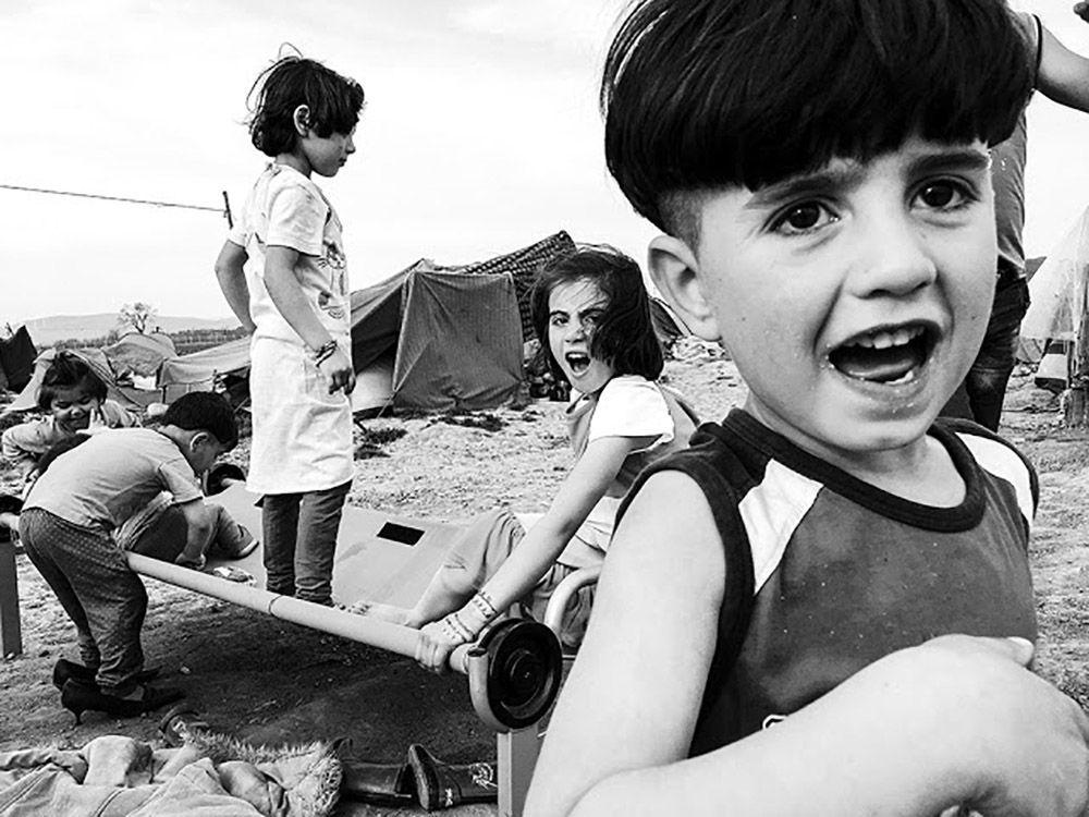 Zdjęcie Zapomniane dzieci z Idomeni. Autor: Velar Grant. Zwycięzca w kategorii Fotorelacja.