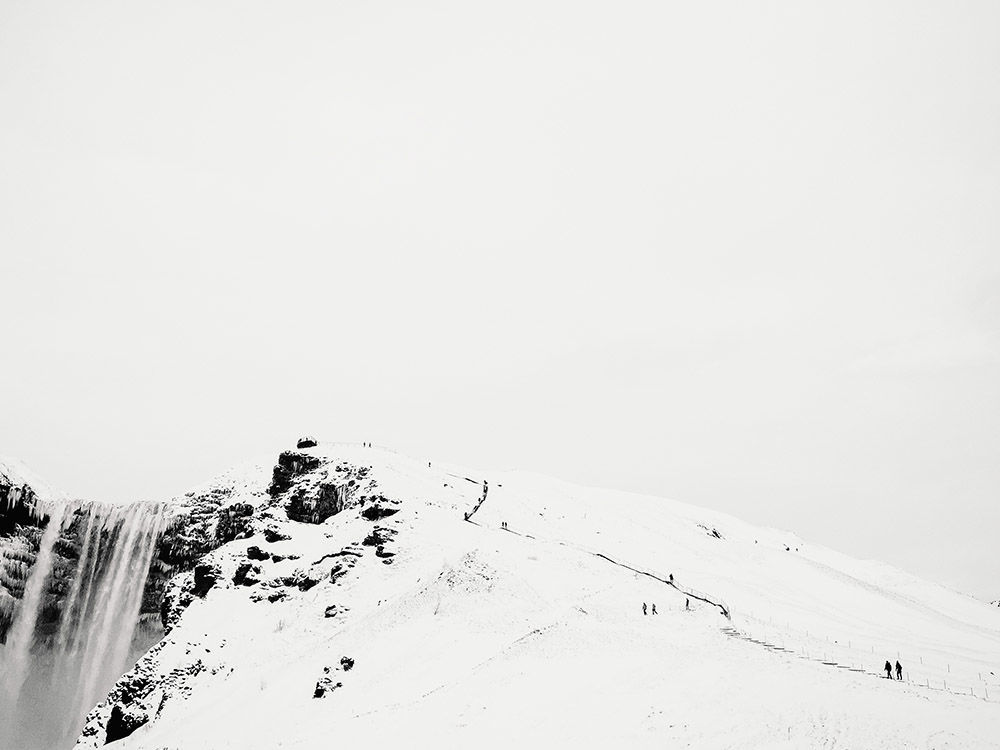 Zdjęcie Wspinaczka na wodospad. Autor: Sam Burton. Zwycięzca w kategorii Woda/Śnieg/Lód.