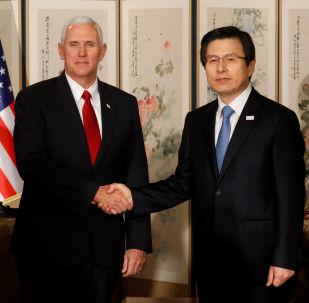 Wiceprezydent USA Mike Pence i premier Korei Południowej Hwang Kyo-ahn na rozmowach w Seulu