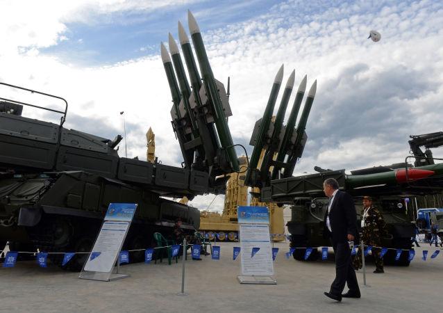 Wyrzutnia Buk-M2 na Międzynarodowym Forum Wojskowym w Kubince