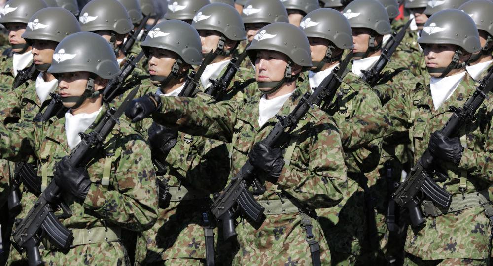 Żołnierze Sił Samoobrony Japonii w bazie Asaka