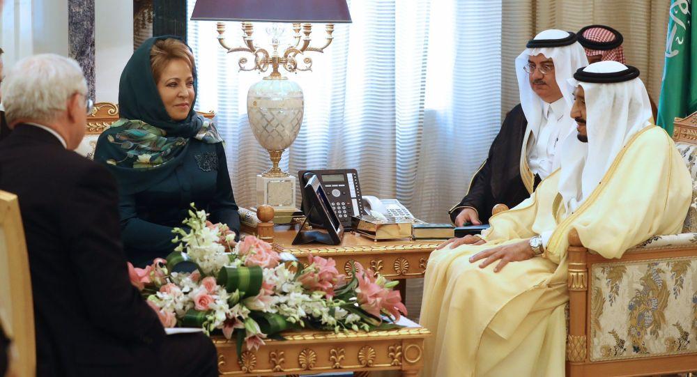 Przewodnicząca Rady Federacji Rosji Walentyna Matwijenko podczas spotkania z królem Arabii Saudyjskiej Salmanem Ben Abd al-Azizem