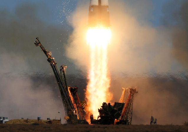 Start rakiety nośnej Sojuz-FG z transportowym załogowym statkiem kosmicznym Sojuz MS-04 z kosmodromu Bajkonur.