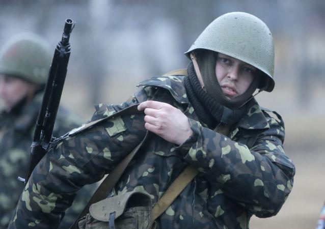 Aktywiści samoobrony na ćwiczeniach wojskowych na poligonie wojskowym pod Kijowem