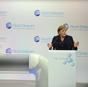 Kanclerz FRN Angela Merkel na ceremonii otwarcia gazociągu Nord Stream  w niemieckim Lubminie