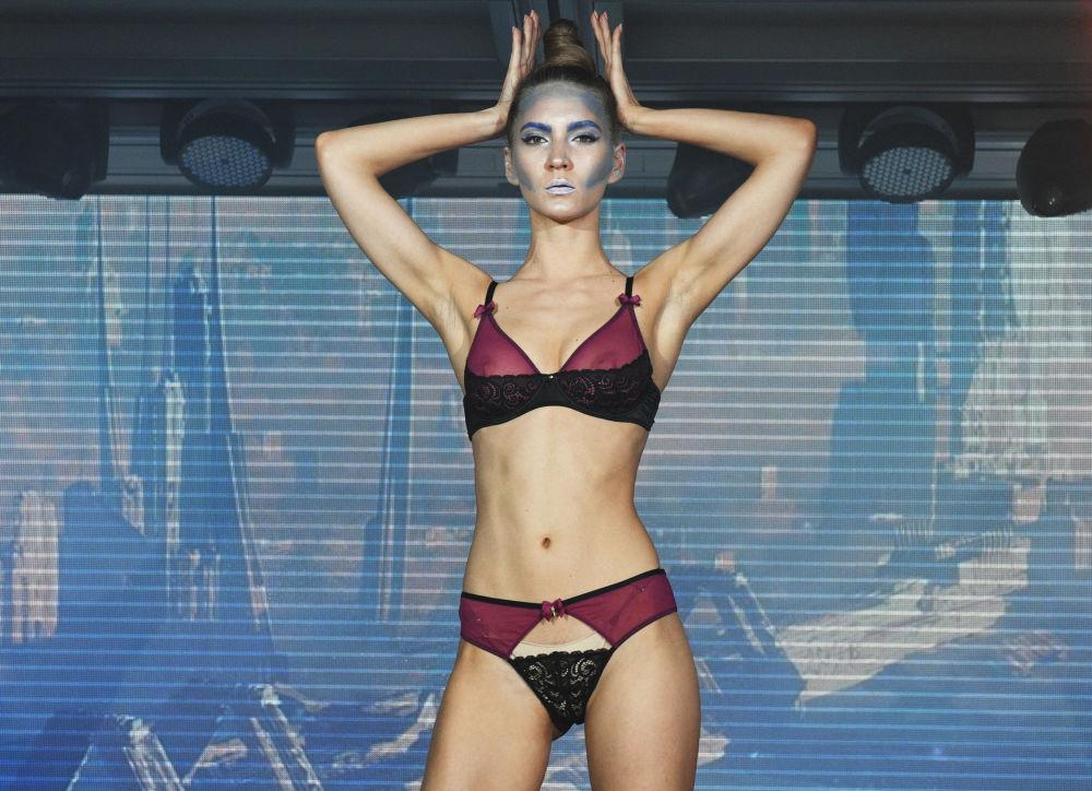 Stroje kąpielowe i bielizna na Lingerie Fashion Week