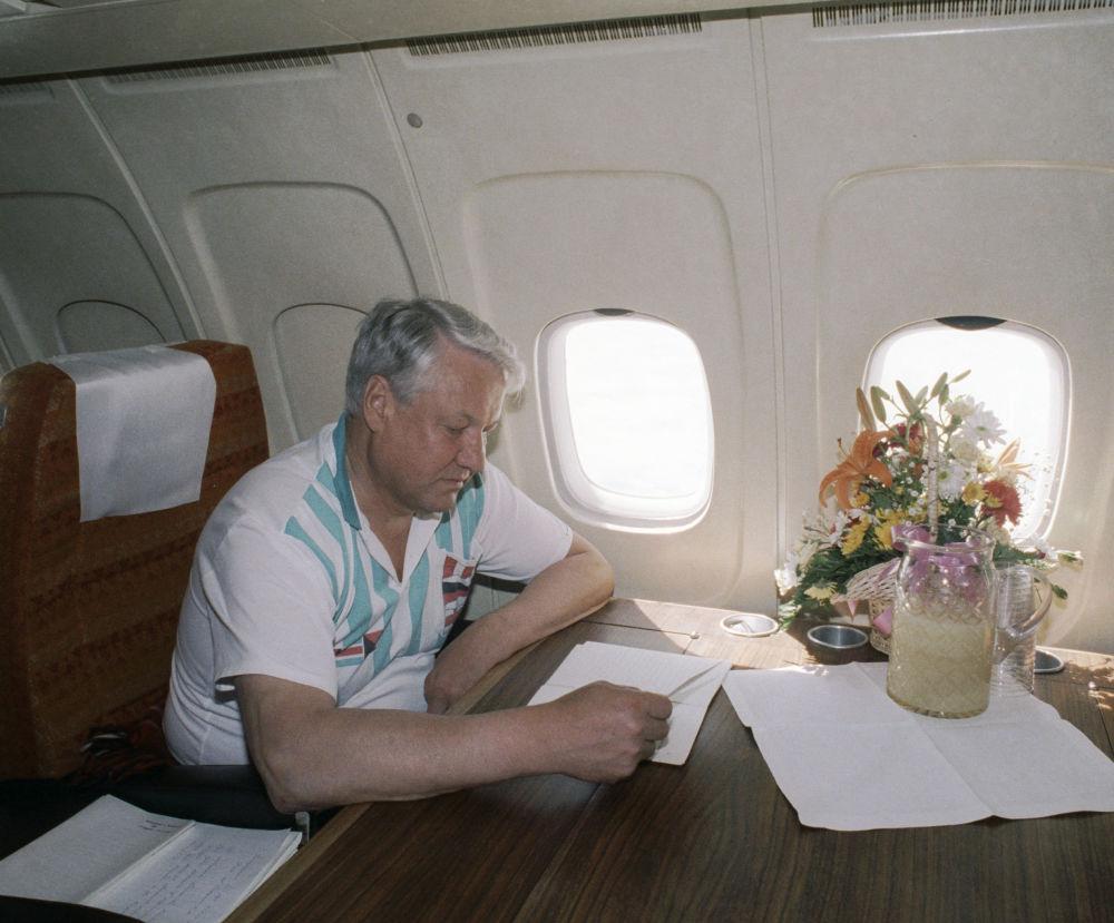 Borys Jelcyn w samolocie