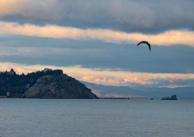 Morze Czarne o zmierzchu. Krym