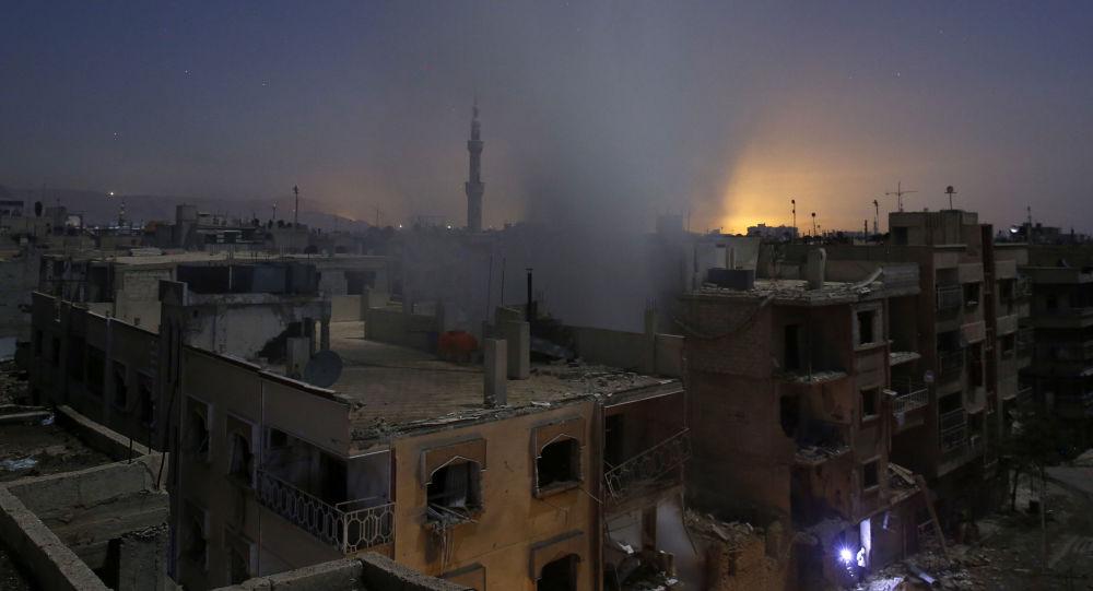 Dym po wybuchach nad Damaszkiem. Zdjęcie archiwalne