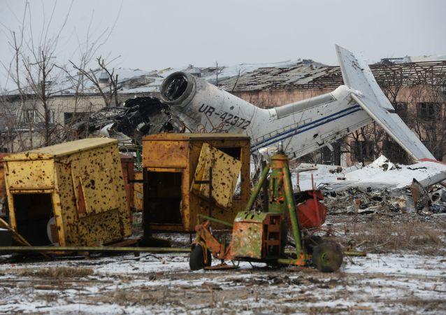 Zniszczone lotnisko w Doniecku