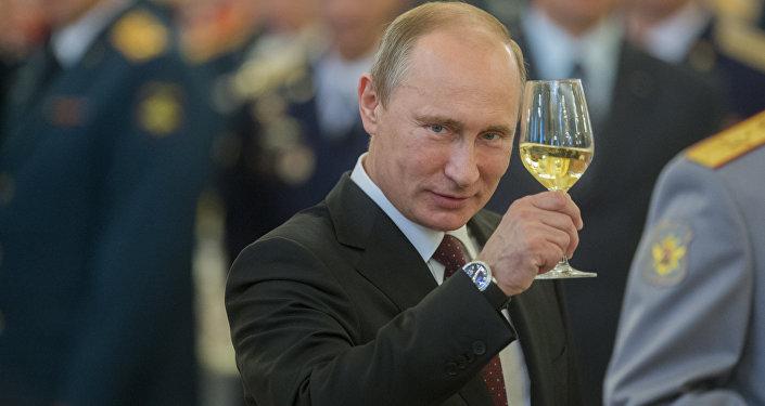 Putin z szampanem