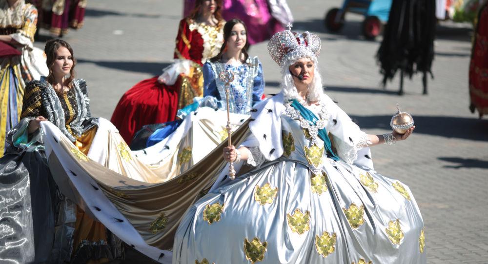 Uczestnicy festiwalu teatralnego w Jewpatorii