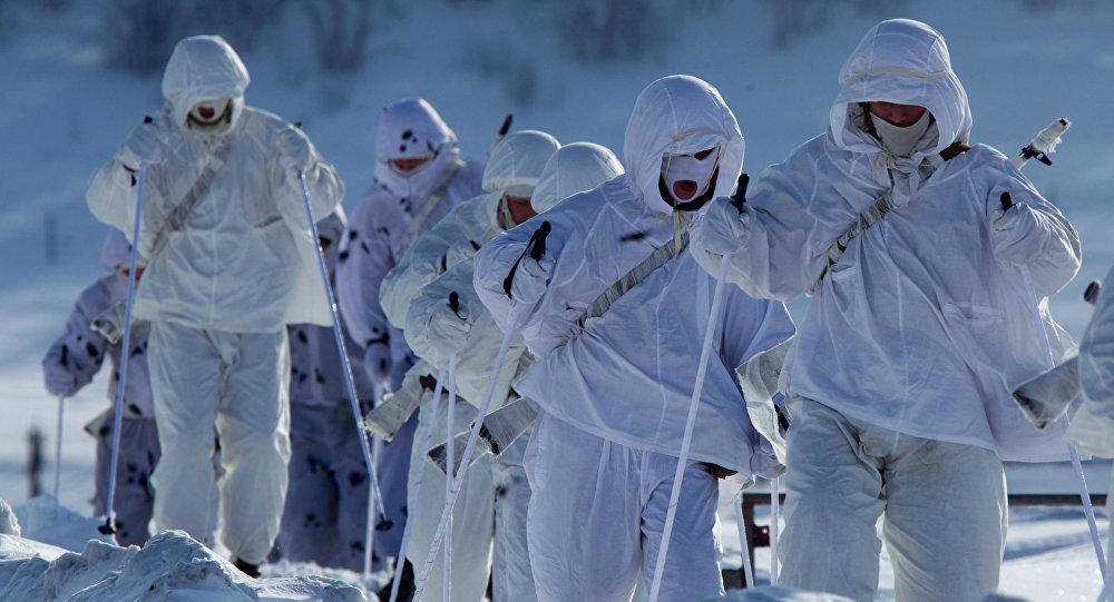 Żołnierze 61. Pułku Piechoty Morskiej Floty Północnej na ćwiczeniach w Arktyce