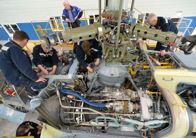 """Produkcja śmigłowców Ka-52 Aligator w Zakładzie Lotniczym """"Progress"""" w Kraju Nadmorskim."""