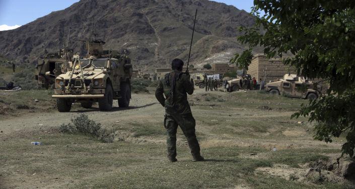 Amerykańscy i afgańscy wojskowi w rejonie Dżałałabada. Zdjęcie archiwalne