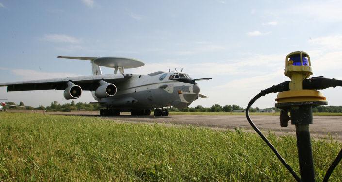 Samolot wykrywania radiolokacyjnego dalekiego zasięgu A-50. Zdjęcie archiwalne