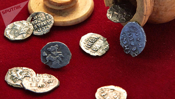 Srebrne monety z czasów Iwana Groźnego znalezione w centrum Moskwy
