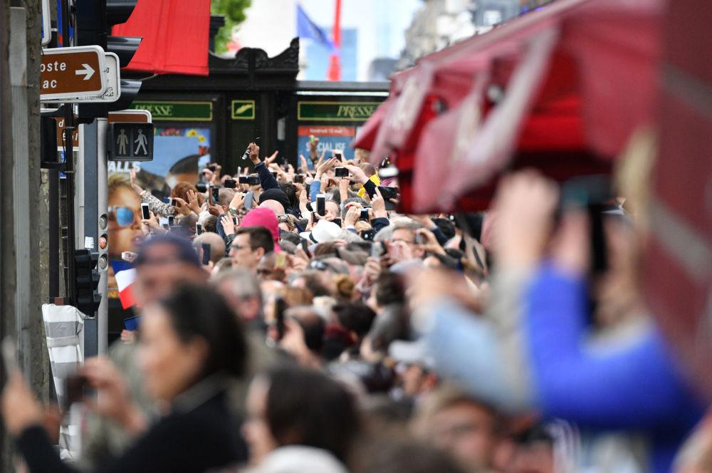 Parada po ceremonii zaprzysiężenia prezydenta elekta Francji Emmanuela Macrona w Paryżu.